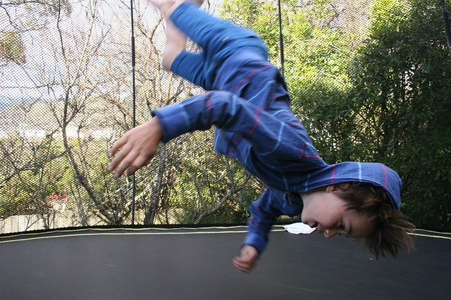 otočka na trampolíně