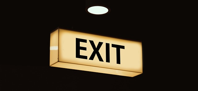 svítící exit
