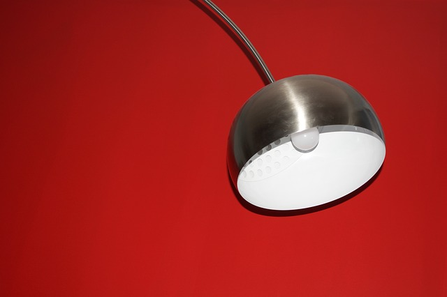 moderní lampa.jpg